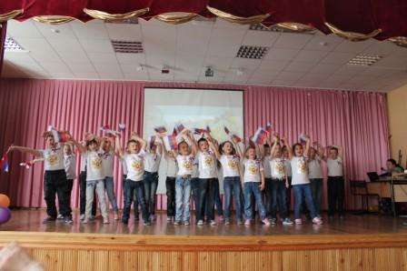 http://tyndaschool7.ucoz.ru/Sidorenko/klass/flag_i_gerb-2.jpg